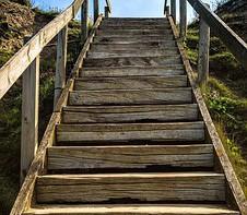 Pour la fabrication de balustrade en bois à Caussade, faites appel à la Menuiserie du Quercy