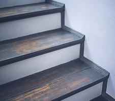 La Menuiserie du Quercy réalise le remplacement de marches d'escalier en bois à Carmaux
