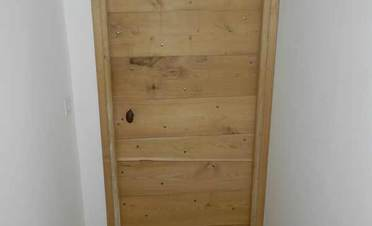 Pose de porte en bois